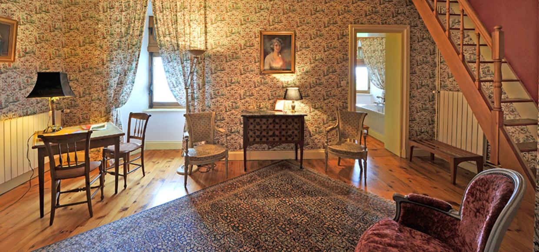 chateau de vollore chambre hote adrienne1 ch teau de vollore chambres d 39 h tes auvergne. Black Bedroom Furniture Sets. Home Design Ideas