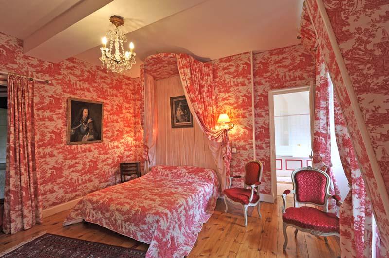 chateau de vollore chambre hote rose3 ch teau de vollore chambres d 39 h tes auvergne. Black Bedroom Furniture Sets. Home Design Ideas
